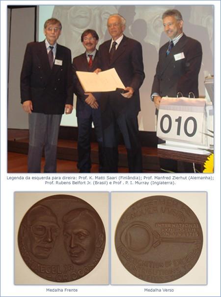 Prof. Dr. Rubens Belfot Jr Recebendo a medalha Schlaegel